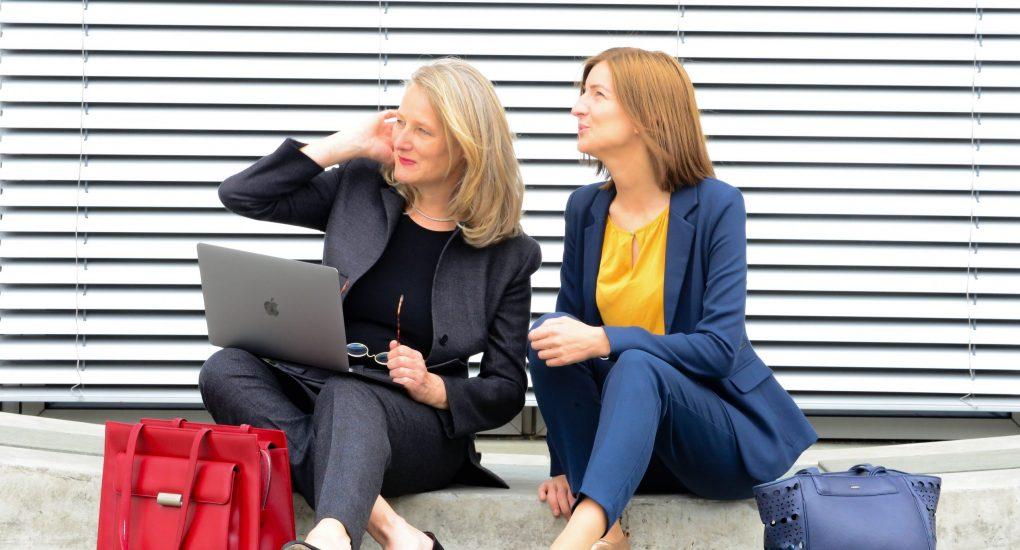 Jantje Röller (l.) mit Netzwerkkollegin Clara Gruitrooy